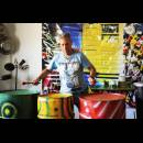 Demonstrating for students the rhythms. - Workshop O Som da Sustentabilidade